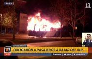 Encapuchados queman bus del Transantiago en la comuna de #Ñuñoa