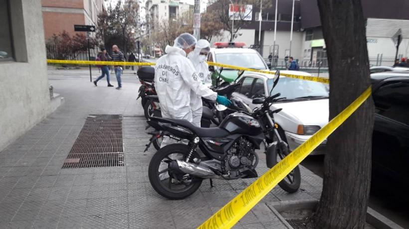 Encontraron moto usada por ladrones perseguidos por carabinero que murió en Santiago