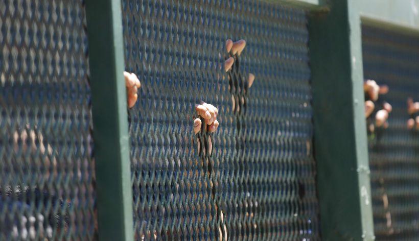 Cortejo fúnebre ingresó a la cárcel de Chillán para que reclusa pudiera despedirse de su hijo
