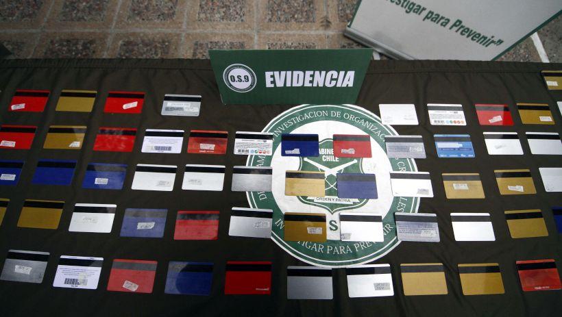 8 personas detenidas por masiva clonación de tarjetas bancarias