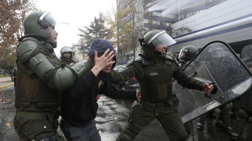 Con detenidos terminó marcha hacia el Ministerio de Educación