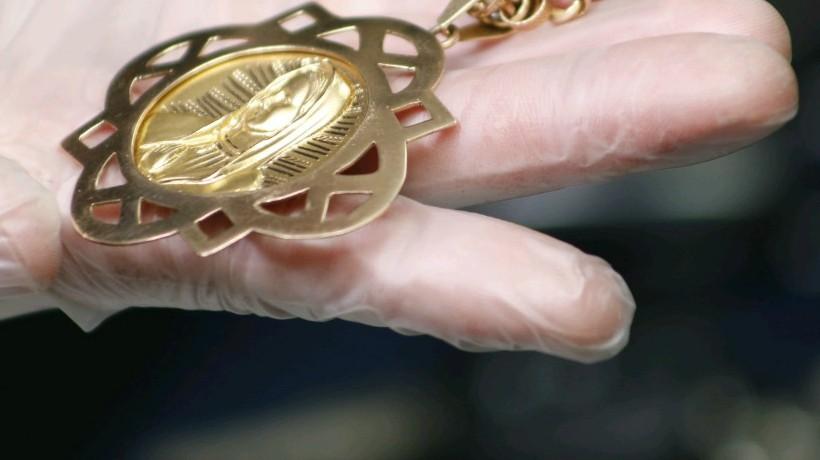 Detienen a mujeres con $300 millones en joyas robadas
