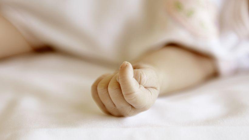 Tribunales de Familia determinarán el futuro del bebé abandonado en Hospital El Carmen