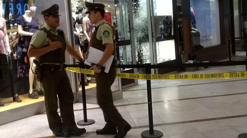 Realizan violento asalto a tienda del Mall Plaza Oeste en la comuna de Cerrillos