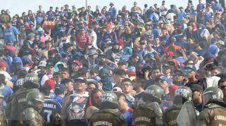 Violencia en el fútbol: riña entre hinchas de la Universidad de Chile dejó un joven muerto