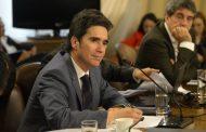 """Ministro de Hacienda: """"No es factible"""" aumentar en 50% las pensiones solidarias"""