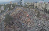 Fuerzas Especiales de Carabineros dispersaron a los miles de manifestantes que llegaron a Plaza Italia