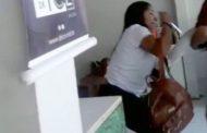 Para robar su pelo: estudiante de medicina fue arrestada por atacar con un cuchillo a clienta en una peluquería