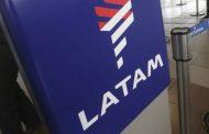 Latam informó la desvinculación de 400 trabajadores a causa de la pandemia por Covid-19