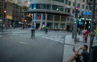 España prohíbe fumar en la calle y cierra las discotecas ante el avance del Covid-19