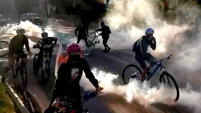 [VIDEO] Ciclistas fueron reprimidos tras protestar en las cercanías de la casa de Piñera