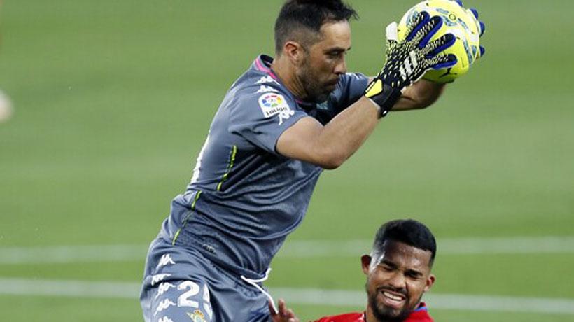 Desde España revelan que Claudio Bravo estuvo muy cerca del Sevilla