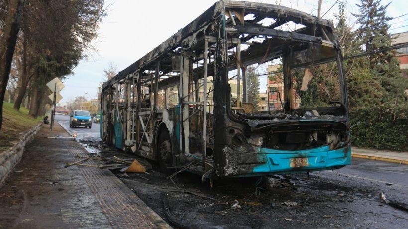 Quemaron bus del Transantiago en Peñalolén